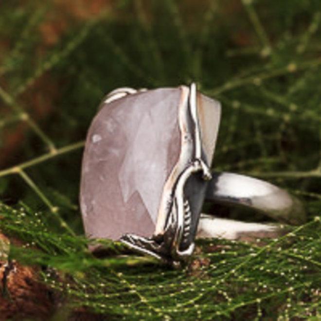 Rozenkwarts ring 'Mahitsi', gezet in 925 zilver in eigen atelier