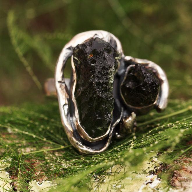 Moldaviet ring 'Hruby', gezet in 925 zilver uit eigen atelier