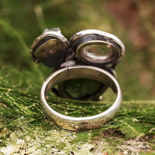 Moldaviet en bergkristal ring 'Tvar', gezet in 925 zilver uit eigen atelier