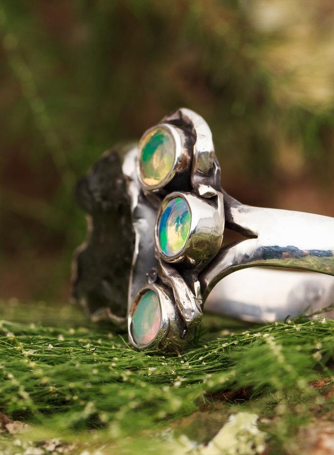 Ring Moldaviet met Opalen