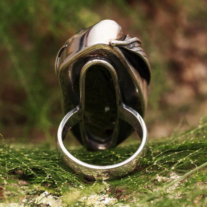 Moldaviet ring 'Kvet', gezet in 925 zilver uit eigen atelier