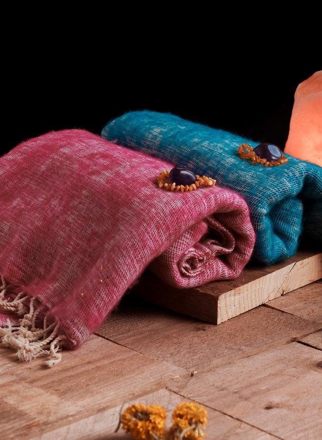 kraamcadeau thuisbezorgd, met omslagdoek, nachtlamp en edelsteen.