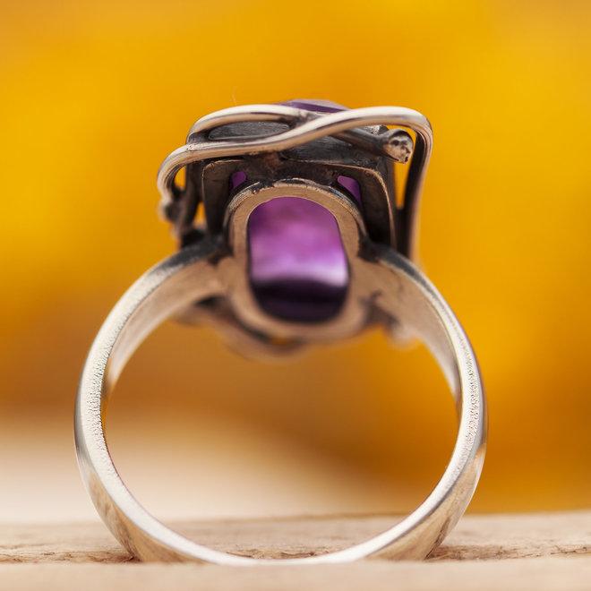 Amethist ring 'Flora', gezet in 925 zilver uit eigen atelier