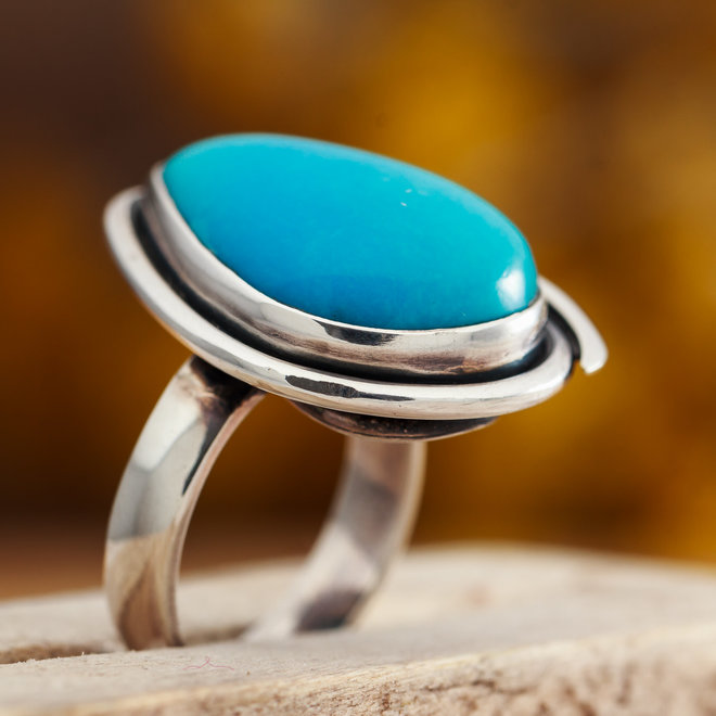 Turkoois ring 'Gutta' gezet in 925 zilver druppelvorm uit eigen atelier