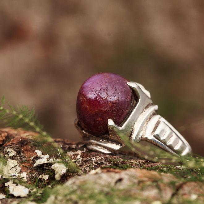 Robijn ring 'Laniatus' gezet in 925 zilver ovale vorm