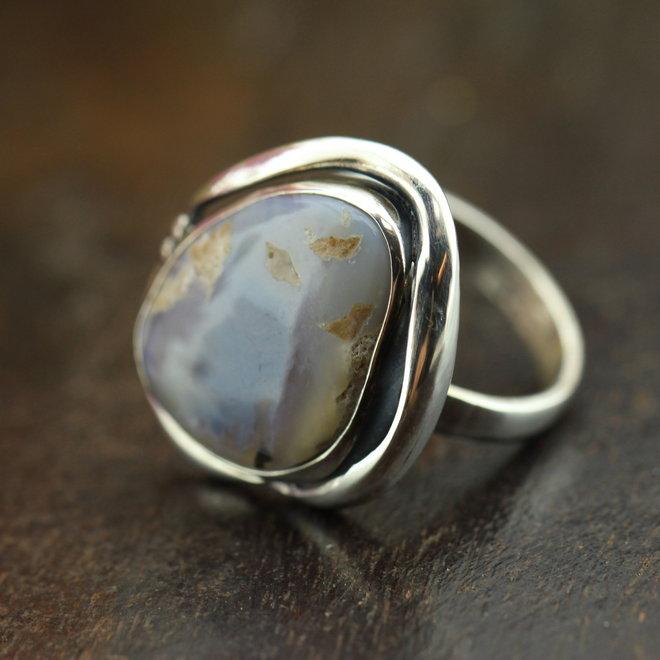 Australische opaal Lightning Ridge ring 'Orbis' gezet in 925 zilver uit eigen atelier
