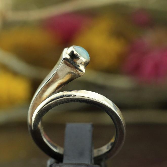 Ethiopische Welo opaal open ring 'Aperta' gezet in 925 zilver uit eigen atelier