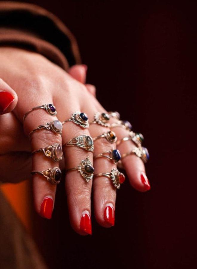 Mogen wij je verrassen met een ring, mét edelsteen?