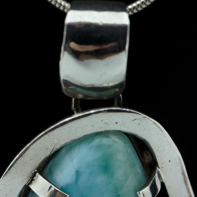 Larimar Hanger 'Modern', gezet in 925 zilver uit eigen atelier