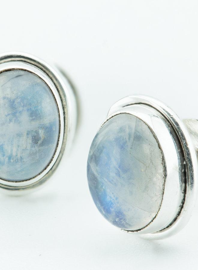 Massief zilveren oorknopjes met maansteen