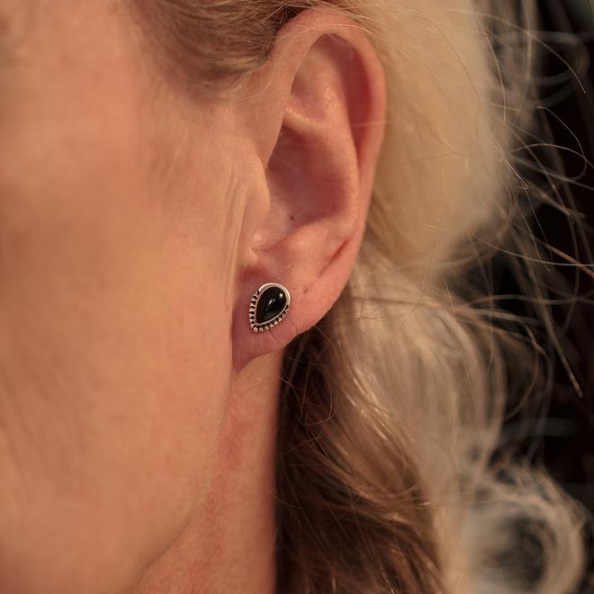 Massief zilveren oorknopjes met Onyx