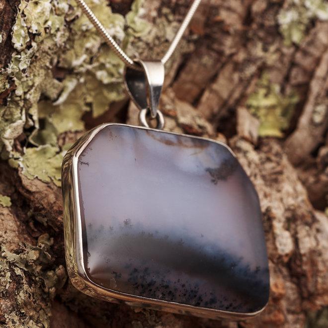 """Opaal hanger """"Mystos"""" gezet in 925 zilver."""