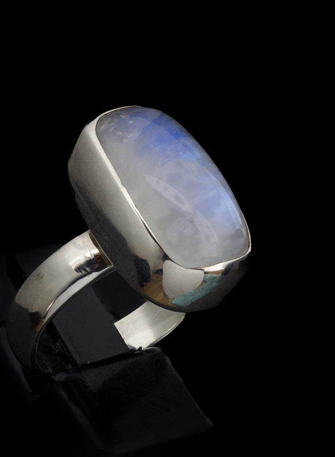 Maansteen ring 'Misericordia' gezet in 925 zilver