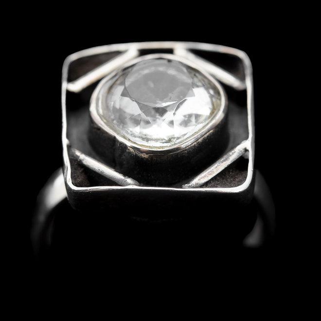 Bergkristal ring 'Sphaeracrystal' gezet in 925 zilver