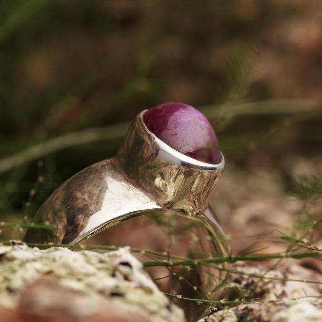 Robijn ring 'Kuruvinda' Sterrobijn gezet in 925 zilver