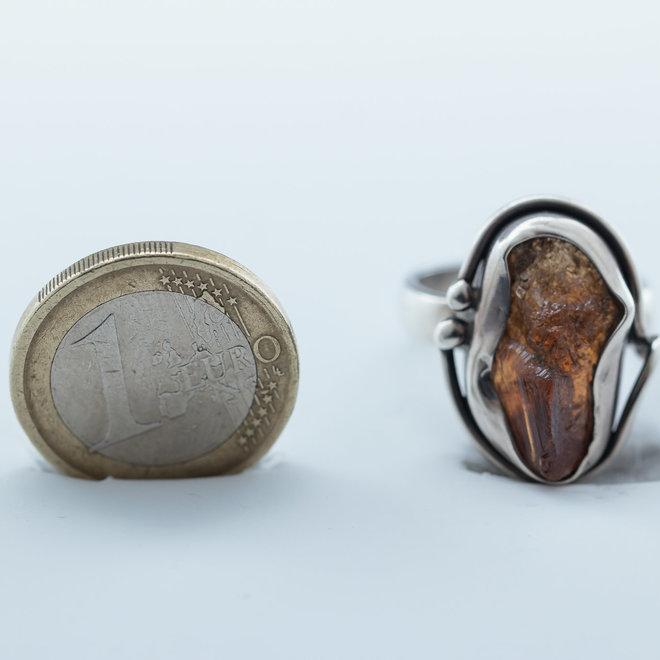 Unieke granaat ring uit eigen atelier