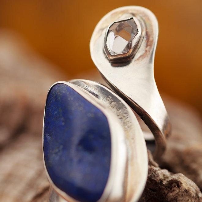 """Lapis Lazuli ring """"Lazur"""" met bergkristal in 925 zilver uit eigen atelier"""