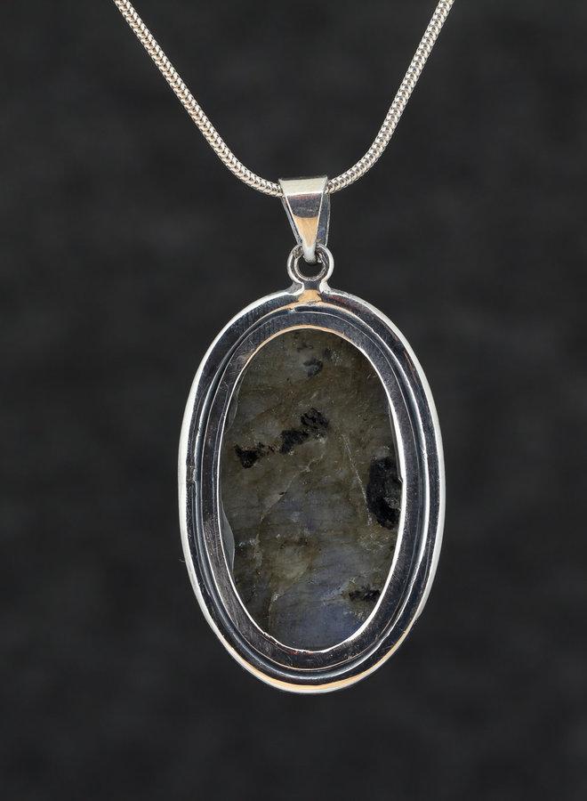Labradoriet hanger 'Kitty', gezet in 925 zilver, uit eigen atelier
