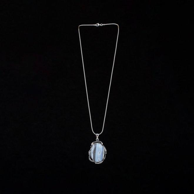 Blauwe Owyhee opaal hanger 'Cloud' uit eigen atelier van massief 925 zilver