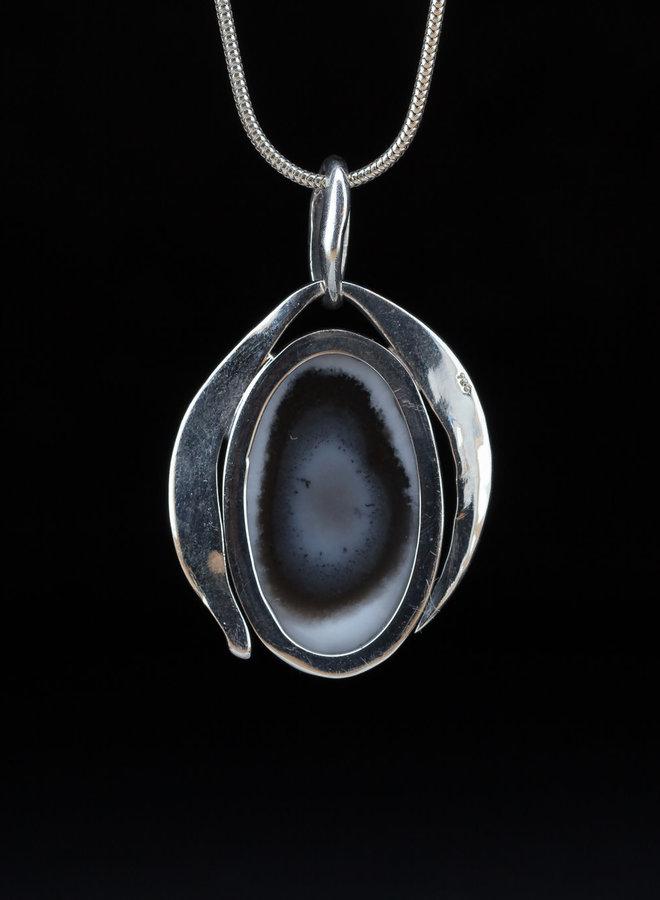 Dendriet opaal hanger 'Merlin', gezet in 925 zilver uit eigen atelier