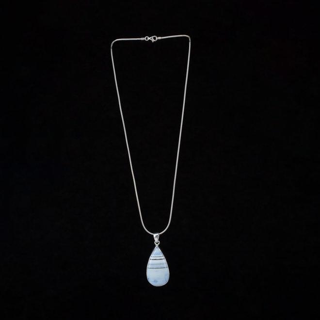 Blauwe Owyhee opaal hanger 'Sky', gezet in massief zilver in eigen atelier