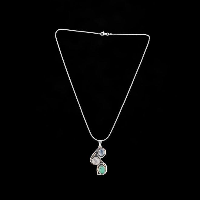 Rozenkwarts, kyaniet en chrysopraas hanger 'Trias', gezet in 925 zilver uit eigen atelier
