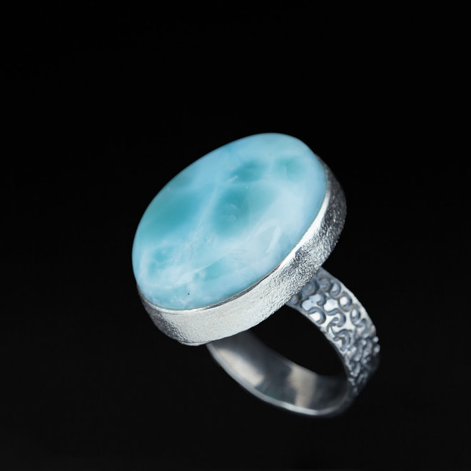 Larimar ring 'Valiente', gezet in 925 zilver uit eigen atelier
