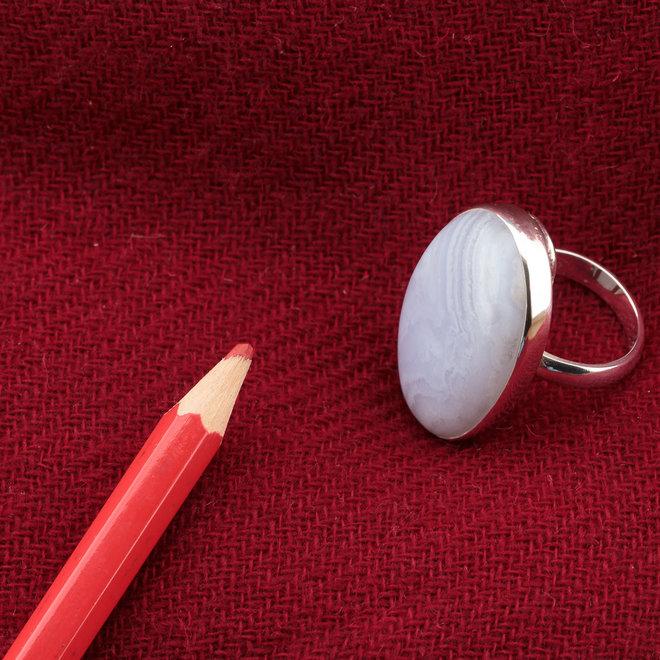 Blauwe chalcedoon ring 'Kertsj', gezet in 925 zilver uit eigen atelier