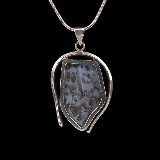Blauwe chalcedoon hanger 'Sacagi', gezet in 925 zilver uit eigen atelier
