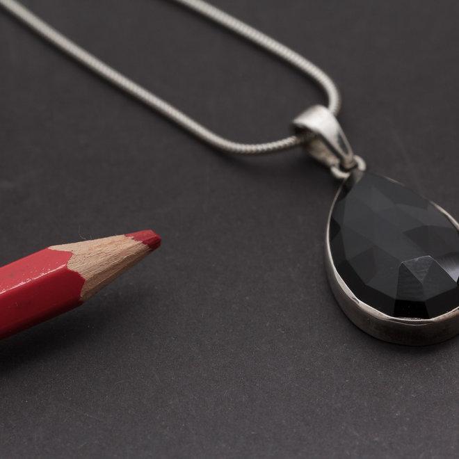 Onyx hanger 'Cybele', gezet in 925 zilver uit eigen atelier