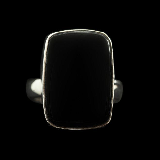 Onyx ring 'Eos', gezet in 925 zilver uit eigen atelier