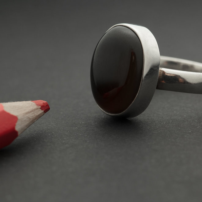 Rode onyx ring 'Anat', in 925 zilver uit eigen atelier
