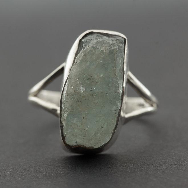Ruwe aquamarijn ring 'Rectus', gezet in 925 zilver uit atelier in India