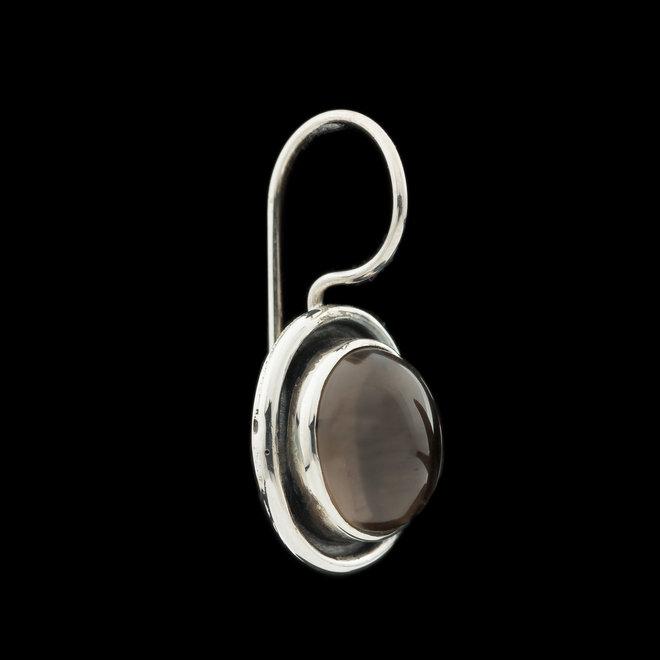Rookkwarts oorhangers 'Banba', gezet in 925 zilver uit atelier in India