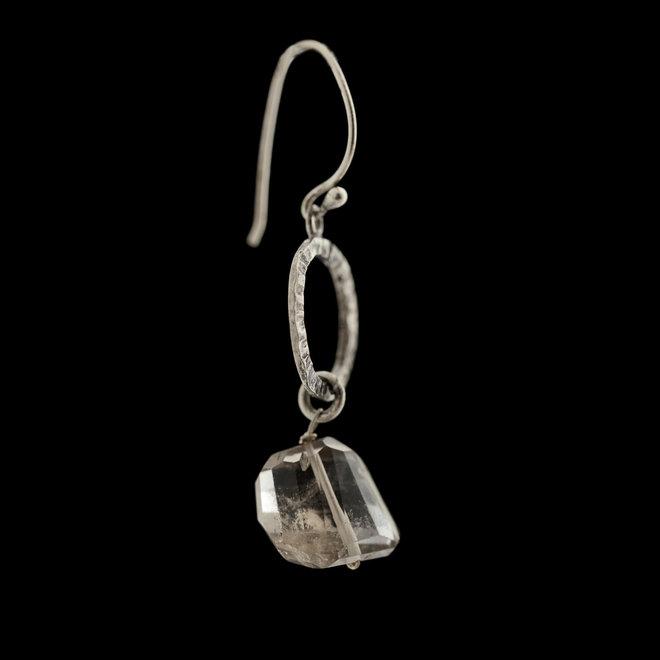 Rookkwarts oorhangers 'Elaine', gezet in 925 zilver uit atelier in India