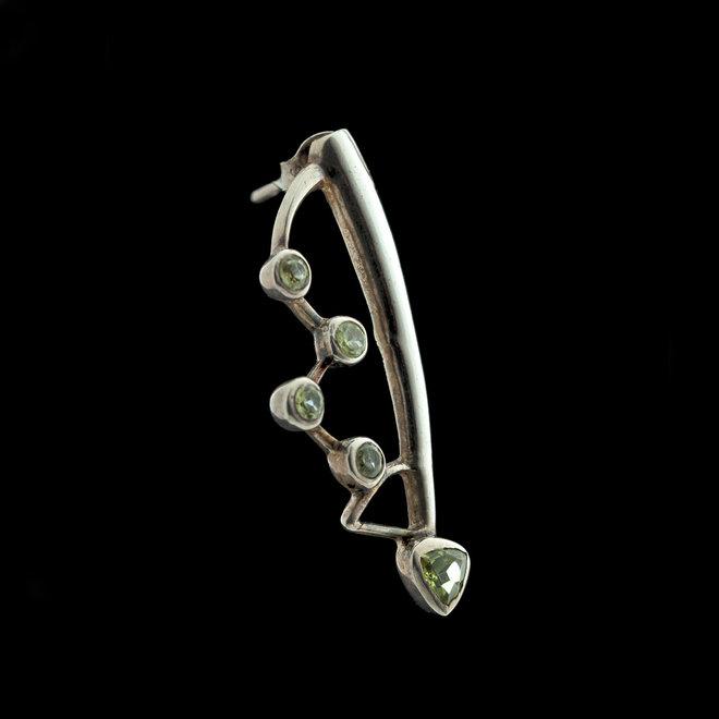 Olivijn peridot oorstekers 'Casseopeia', gezet in 925 zilver uit atelier in India