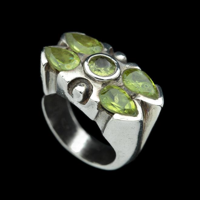 Olivijn peridot ring 'Tiffany'