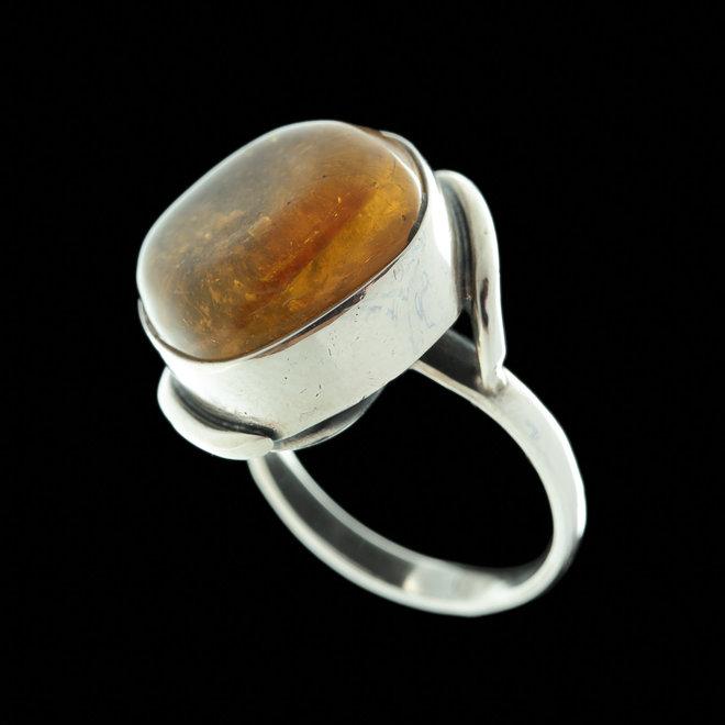 Barnsteen ring 'Fulla' in 925 zilver uit eigen atelier