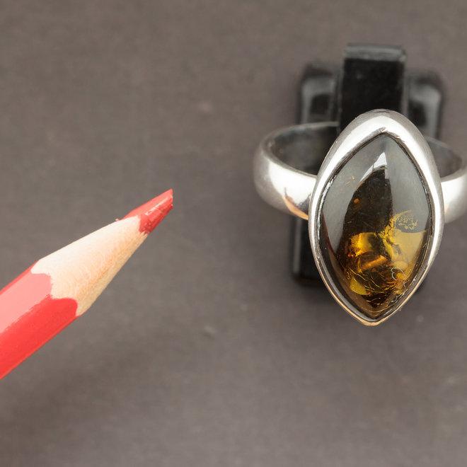 Barnsteen ring 'Elli' gezet in 925 zilver uit eigen atelier