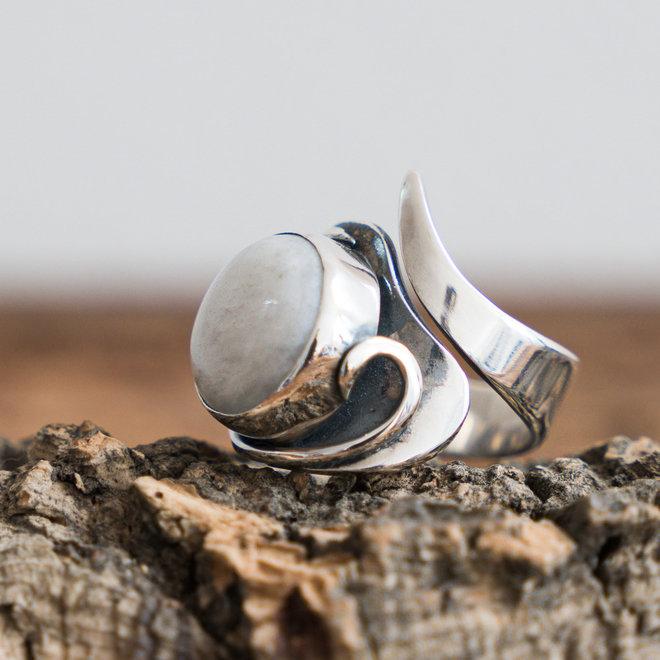 Maansteen ring 'Leva' gezet in 925 zilver uit eigen atelier