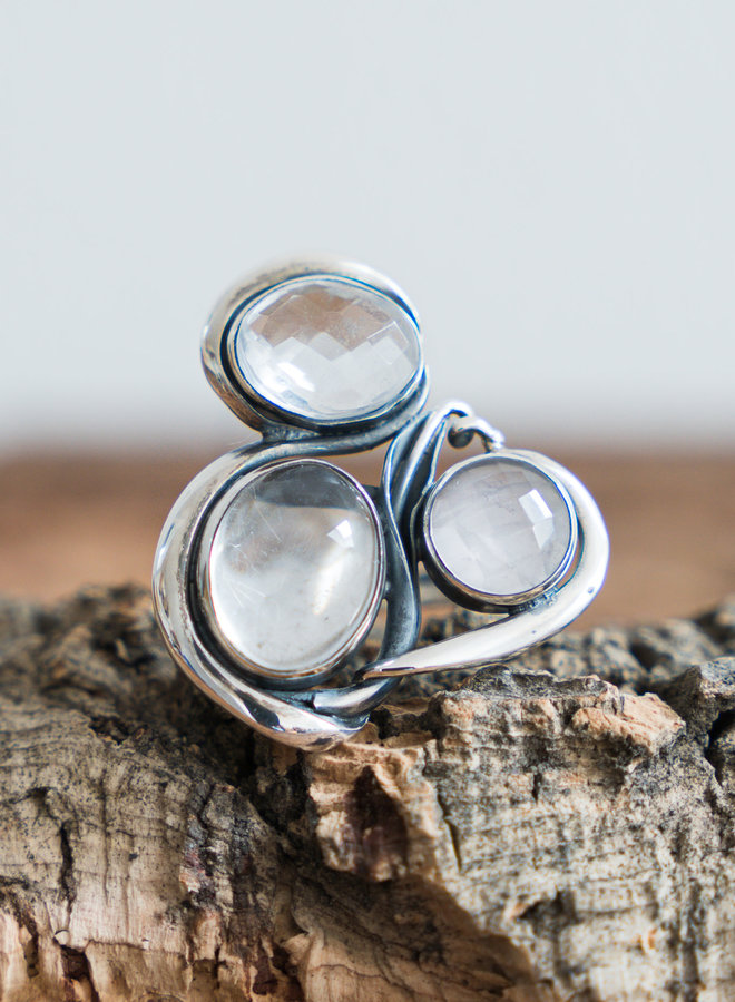 Bergkristal ring 'Trojke'