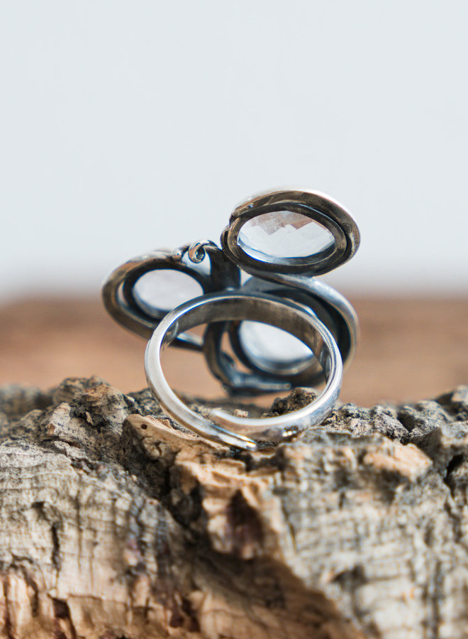 Bergkristal ring 'Trojke' gezet in 925 zilver uit eigen atelier