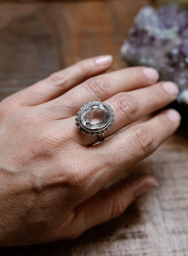 Bergkristal ring 'Bade' in 925 zilver uit atelier in India