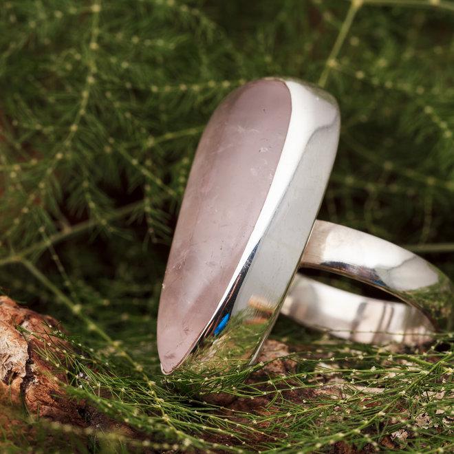 Rozenkwarts ring 'Mitete', gezet in 925 zilver in eigen atelier