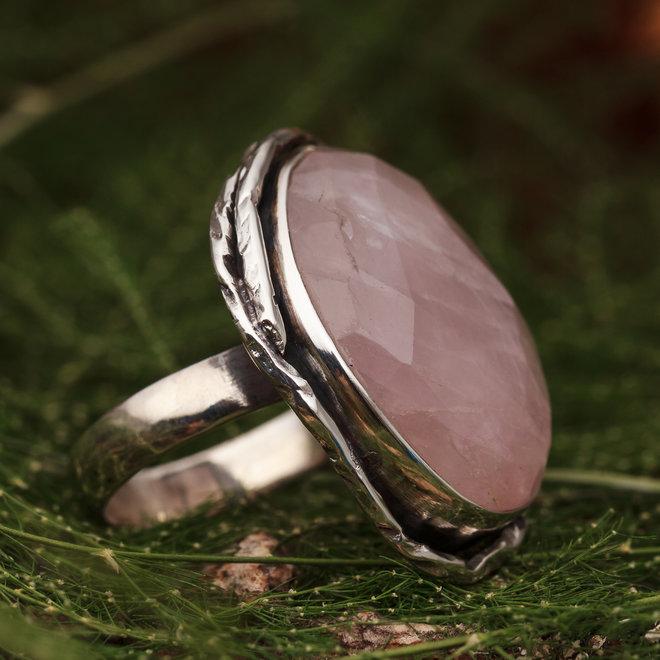 Rozenkwarts ring 'Teny', gezet in 925 zilver in eigen atelier