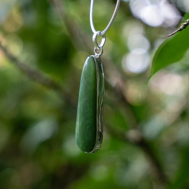 Jade hanger 'Olmec', gezet in 925 zilver uit eigen atelier