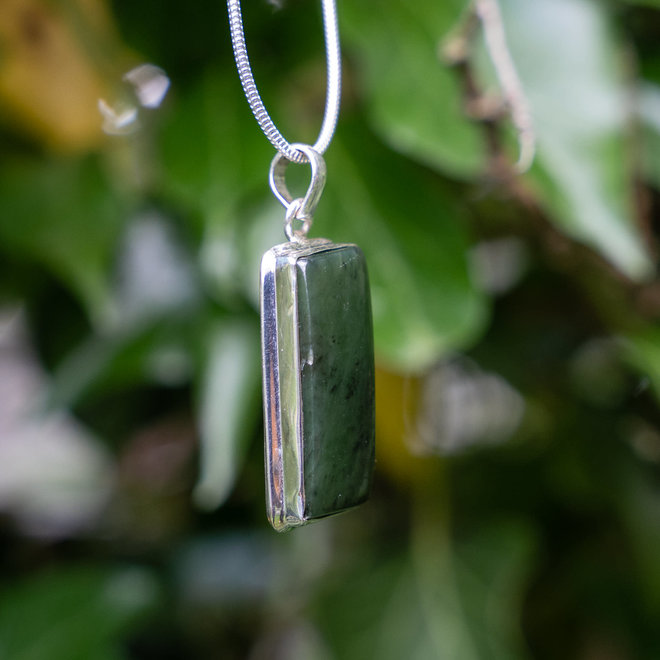 Jade hanger 'Tikal', gezet in 925 zilver uit atelier in India