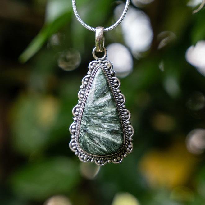Serafiniet hanger 'Uronit', gezet in 925 zilver uit atelier in India