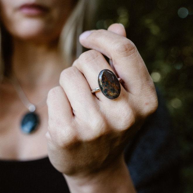 Heliotroop ring 'Tuva', gezet in 925 zilver uit eigen atelier