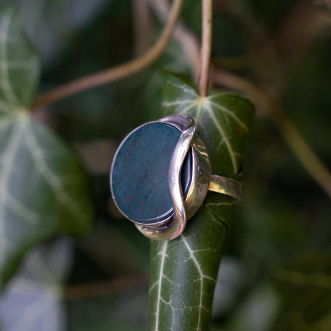 Heliotroop ring 'Chotila'
